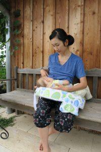 マイブレストフレンドで授乳中の1歳児